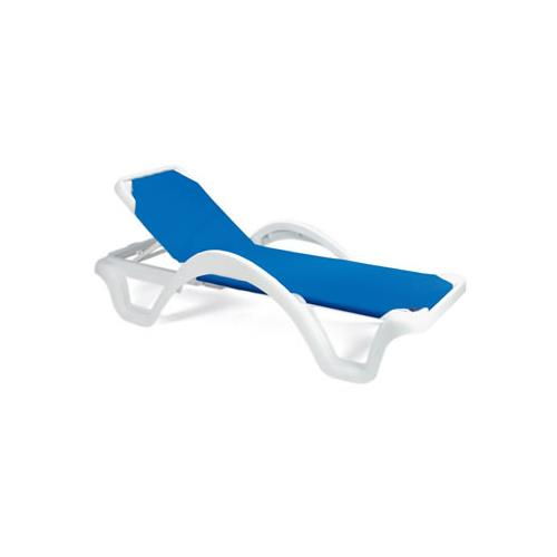 Grosfillex us202006 blue white catalina sling chaise for Blue mesh chaise lounge